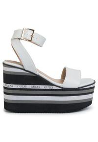 Białe sandały Guess na co dzień, casualowe