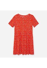Cropp - Wzorzysta sukienka mini - Czerwony. Kolor: czerwony. Długość: mini