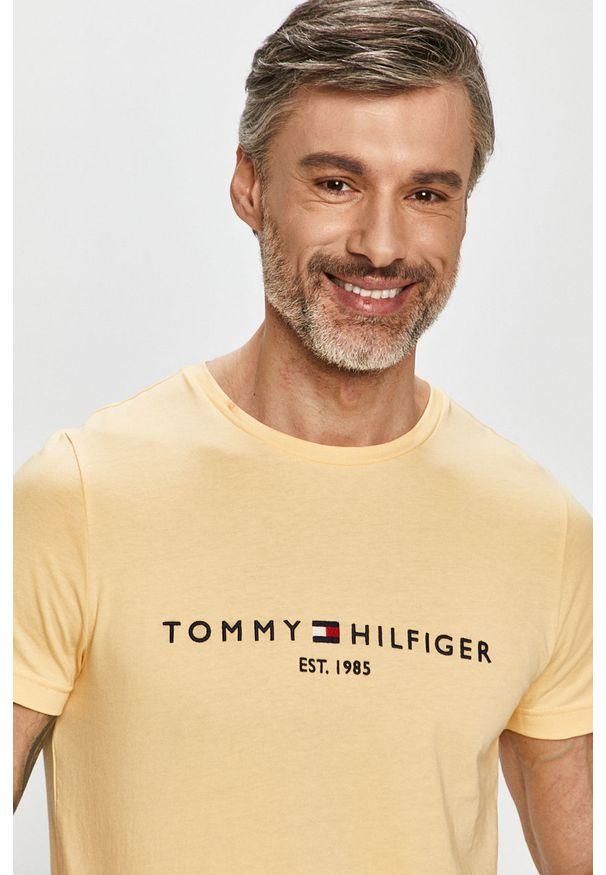Żółty t-shirt TOMMY HILFIGER casualowy, na co dzień, z aplikacjami