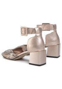 Srebrne sandały Karino na co dzień, casualowe