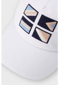 Biała czapka z daszkiem Mayoral z aplikacjami