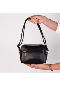 Czarna torebka Arturo Vicci na ramię, casualowa, w kolorowe wzory