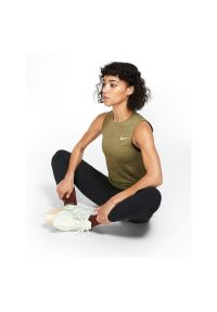 Spodnie damskie do biegania Nike Essential BV2898. Materiał: poliester, materiał, elastan. Technologia: Dri-Fit (Nike). Wzór: paski. Sport: fitness
