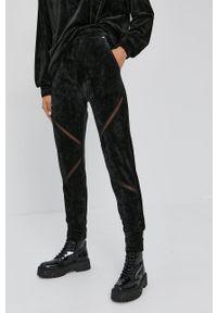 Nissa - NISSA - Spodnie. Kolor: czarny. Materiał: dzianina