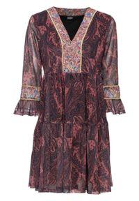 """Sukienka tunikowa z nadrukiem bonprix czerwonobrązowy """"paisley"""". Typ kołnierza: dekolt w serek. Kolor: czerwony. Materiał: materiał, poliester. Wzór: paisley, nadruk. Długość: mini"""