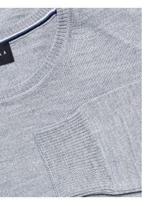 Szary sweter klasyczny