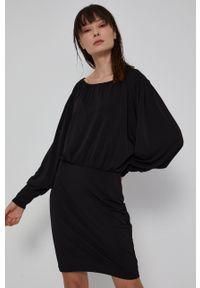 medicine - Medicine - Sukienka Essential. Kolor: czarny. Materiał: tkanina. Długość rękawa: długi rękaw. Wzór: gładki. Typ sukienki: dopasowane