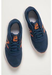 Niebieskie buty sportowe New Balance z cholewką, z okrągłym noskiem