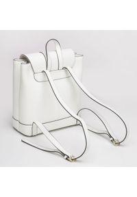 Wittchen - Damski skórzany plecak z metalowym kółkiem. Kolor: biały. Materiał: skóra. Wzór: haft, paski. Styl: klasyczny, elegancki