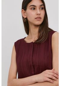 Superdry - Sukienka. Kolor: czerwony. Materiał: tkanina. Wzór: gładki. Typ sukienki: rozkloszowane