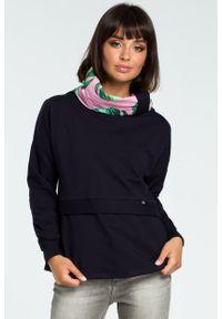 e-margeritka - Damska bluza bawełniana z kolorowym kołnierzem granat - 2xl/3xl. Materiał: bawełna. Długość rękawa: długi rękaw. Długość: długie. Wzór: kolorowy. Sezon: jesień, zima