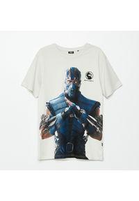 Cropp - Koszulka z nadrukiem Mortal Kombat - Jasny szary. Kolor: szary. Wzór: nadruk #1