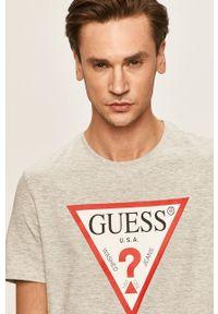 Szary t-shirt Guess Jeans z okrągłym kołnierzem, z nadrukiem
