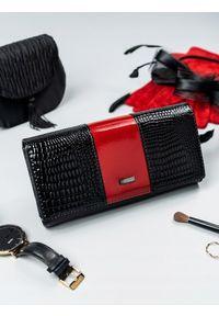 Czerwony portfel 4U CAVALDI w kolorowe wzory