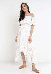 Born2be - Biała Sukienka Pixypise. Typ kołnierza: dekolt hiszpanka. Kolor: biały. Materiał: tkanina, materiał. Wzór: haft. Typ sukienki: asymetryczne. Styl: boho. Długość: midi