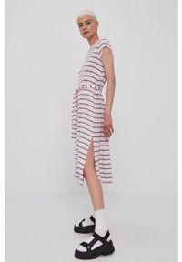 Tommy Jeans - Sukienka. Kolor: fioletowy. Materiał: bawełna. Długość rękawa: krótki rękaw. Typ sukienki: rozkloszowane