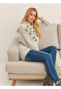 Szary sweter TOP SECRET casualowy, z aplikacjami