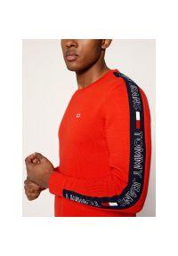 Czerwony sweter Tommy Jeans