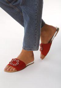 Czerwone klapki Born2be glamour