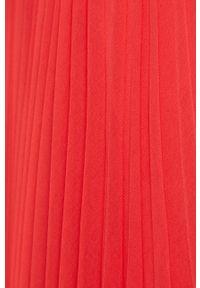 Różowa sukienka Morgan plisowana, na ramiączkach