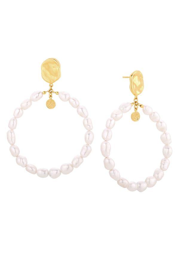 MOKOBELLE - Kolczyki koła z perłami Sofija. Materiał: pozłacane. Kolor: biały. Kamień szlachetny: perła