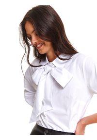 TOP SECRET - Koszula damska z wiązaniem pod szyją. Typ kołnierza: kokarda. Kolor: biały. Sezon: jesień
