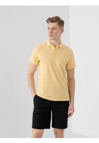 4f - Koszulka polo męska. Okazja: na co dzień. Typ kołnierza: polo. Kolor: żółty. Materiał: dzianina, materiał. Styl: casual