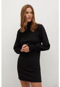 Czarna sukienka mango ze stójką, prosta