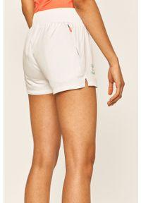 Białe szorty Hummel z nadrukiem, na co dzień, casualowe