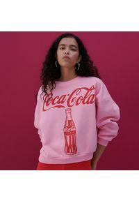 Reserved - Bluza z nadrukiem COCA COLA - Różowy. Kolor: różowy. Wzór: nadruk