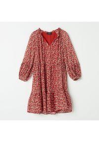 Czerwona sukienka Mohito w kwiaty
