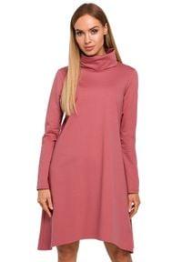 MOE - Asymetryczna trapezowa sukienka z golfem. Typ kołnierza: golf. Materiał: dzianina, materiał, bawełna. Długość rękawa: długi rękaw. Typ sukienki: trapezowe, asymetryczne