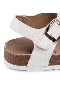 Białe sandały Guess casualowe, z aplikacjami