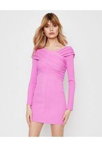 HERVE LEGER - Różowa sukienka mini. Kolor: różowy, fioletowy, wielokolorowy. Materiał: prążkowany, dzianina. Długość rękawa: długi rękaw. Typ sukienki: z odkrytymi ramionami. Styl: klasyczny. Długość: mini