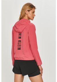 Calvin Klein Performance - Bluza. Okazja: na co dzień. Typ kołnierza: kaptur. Kolor: różowy. Wzór: nadruk. Styl: casual