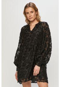 Vero Moda - Sukienka. Okazja: na co dzień. Kolor: czarny. Długość rękawa: długi rękaw. Typ sukienki: proste. Styl: casual