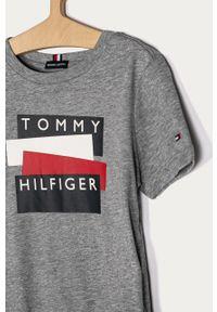 Szary t-shirt TOMMY HILFIGER z nadrukiem, na co dzień, casualowy