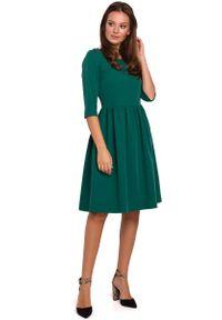 MAKEOVER - Zielona Rozkloszowana Sukienka z Rękawem za Łokcie. Kolor: zielony. Materiał: poliester, elastan