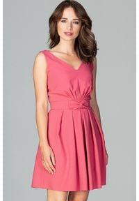 Lenitif - Koktajlowa rozkloszowana sukienka bez rękawów koralowa. Okazja: na wesele, na ślub cywilny, na imprezę. Typ kołnierza: kokarda. Kolor: pomarańczowy. Długość rękawa: bez rękawów. Typ sukienki: rozkloszowane. Styl: wizytowy