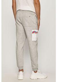 Szare spodnie dresowe Tommy Jeans z aplikacjami