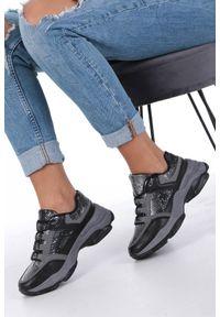 Casu - Czarne buty sportowe sneakersy sznurowane casu ds13002. Okazja: na uczelnię, do pracy, na co dzień. Kolor: czarny. Materiał: skóra ekologiczna, materiał. Szerokość cholewki: normalna