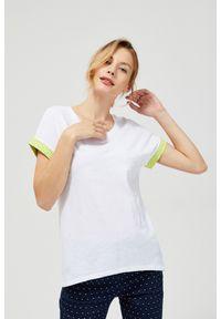 Biała bluzka MOODO z nadrukiem, z krótkim rękawem