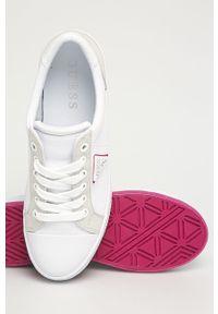 Białe buty sportowe Guess na sznurówki, z okrągłym noskiem, z cholewką