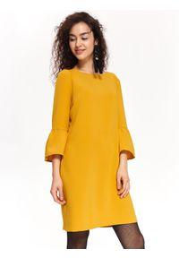 TOP SECRET - Sukienka damska z poszerzanymi rękawami. Okazja: do pracy. Kolor: żółty. Długość rękawa: krótki rękaw. Wzór: gładki. Sezon: jesień, zima. Styl: klasyczny