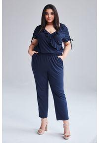 Niebieski kombinezon Moda Size Plus Iwanek w kolorowe wzory, sportowy, na lato