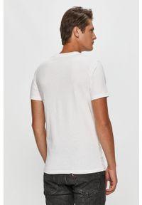 Biały t-shirt Calvin Klein na co dzień, casualowy, z okrągłym kołnierzem, z nadrukiem