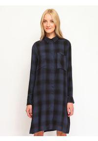 TOP SECRET - Koszula długi rękaw damska w kratę. Okazja: na co dzień. Kolor: niebieski. Materiał: materiał. Długość rękawa: długi rękaw. Długość: długie. Wzór: aplikacja. Styl: elegancki, casual