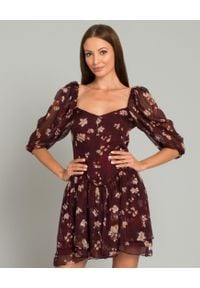 CAROLINE CONSTAS - Bordowa sukienka z jedwabiu. Typ kołnierza: dekolt w karo. Kolor: brązowy. Materiał: jedwab. Wzór: kwiaty. Typ sukienki: rozkloszowane. Długość: mini