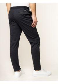 Szare spodnie Guess