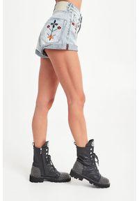 SZORTY JEANSOWE ONETEASPOON. Stan: podwyższony. Materiał: jeans. Długość: krótkie. Sezon: lato. Styl: rockowy, klasyczny